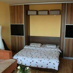 Veľký 1- izbový byt na prenájom Rezedová