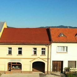 Rodinný dom - viac izbový,  na pozemku 912 m2 v centre obce Nitrianske Pravno okres PRIEVIDZA
