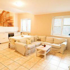 Na predaj priestranný 4 (5) izbový byt v obľúbenej lokalite, Šusteková