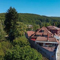 Priestranná vila v lesnom prostredí Marianky na predaj