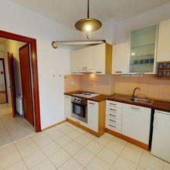 Ponúkame Vám na predaj exkluzívne veľký, tehlový 1 izbový byt po rekonštrukcii na ul. Martina Rázusa