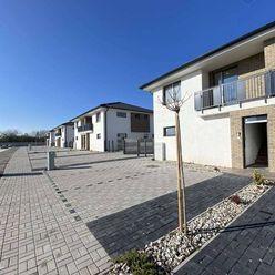 Na predaj: ZÁPAD - 3 izbový dolný byt, pozemok, štvorbytovka, Dunajská Streda