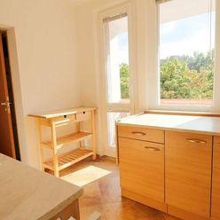Zrekonštruovaný, slnečný 3i byt s loggiou, 2x kúpeľňa, komora, Adámiho
