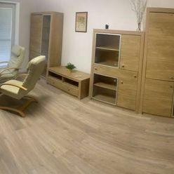 Ponúkame na prenájom priestranný 2 izbový byt s veľkým balkónom v Starom Meste na Sokolskej ulici v