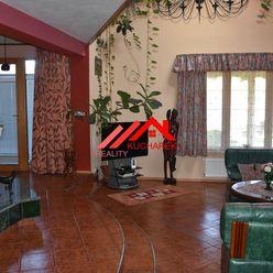 Kuchárek-real: Ponúka luxusný, nadčasový  rodinný dom-vilu v tichej lokalite Modra-Harmónia.