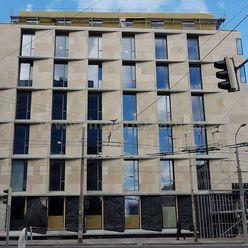 Reprezentatívny obchodný priestor 380 m2 na prízemí v budove Corner na Námestí 1.mája v Bratislave