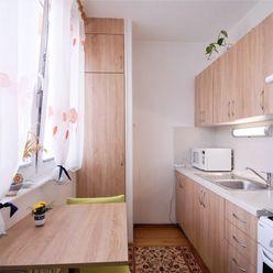 Predaj 1 izbového rekonštruovaného bytu v obľúbenej lokalite s množstvom zelene