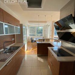 Priestranný 4 izbový byt terasou, loggiou aj balkónom, bezbarierový prístup z vlastnej garáže v Líšč