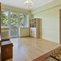 Priestranný 2 izbový byt na Karadžičovej ulici v Bratislave I