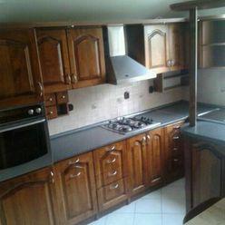 Apartim s.r.o. ponúka na prenájom veľký, 4 izbový byt na 1.poschodí rodinného domu