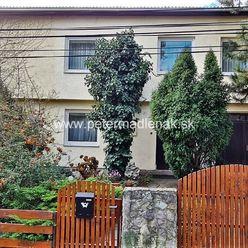 Na predaj veľký rodinný 8-izbový dom v obci Štitáre.