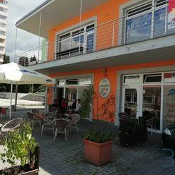 Na prenájom zariadená kaviareň v centre mesta Senica