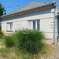 Ponúkame na predaj rodinný dom v Radvani nad Dunajom len 6 km od Patiniec .