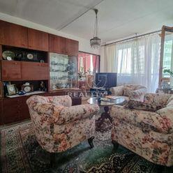 4. izbový byt 71m2 + loggia 6m2, 5. posch., Uralská ul., sídl. Nad Jazerom
