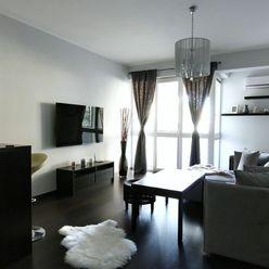 Zariadený 2 izbový byt s terasou v NOVOSTAVBE, 2 parkovacie miesta, Koniarekova