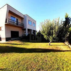 Directreal ponúka Veľký a slnečný 2-poschodový dom s príjemnou atmosférou, Vráble, pozemok 900m2.