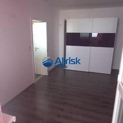 Útulný 3-izbový byt s lodžiou v Seredi.