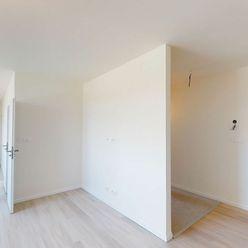 NA PREDAJ priestranný 3 izbový byt s loggiou, dobrou dispozíciou a parkovacím miestom na 2.NP v novo