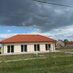 Predáme novostavbu 5 izb. veľmi kvalitného rodinného domu o výmere 160m2 s 1050m2 pozemkom v obci Fe