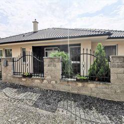 Directreal ponúka Jedinečná ponuka! KRÁSNY bungalov, v blízkosti LESA, voľný IHNEĎ, obec ŠTITÁRE.