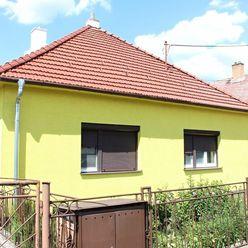 Ponúkame Vám na predaj rodinný dom s prístavbou a garážou v obci Lozorno.