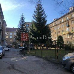 Súrne hľadáme pre klienta 2 izbový byt SÍDLISKO - Banská Bystrica