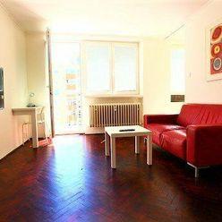 Zrekonštruovaný (r.2020) 1-izbový byt S BALKÓNOM, 32m2, DO DVORA, V CENTRE Bratislavy / STARÉ MESTO.