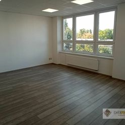 Ponúkame na prenájom pekný kancelársky priestor v Komárne