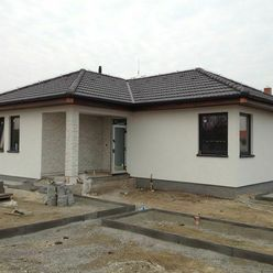 Bungalov - murovaný dom 5km od okraja BA - 30-tka tehla + 15 zateplenie, 100m2 ú.p., 613m2 pozemok