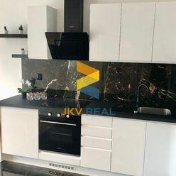 JKV Real exkluzívne ponúka na predaj designovo zrekonštruovaný 2i byt na Stavbárskej