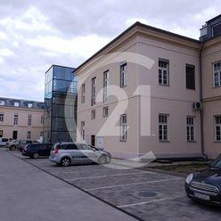 nebytový priestor, vstup z ulice, centrum, výmera 93 m2, 3 parkovacie miesta