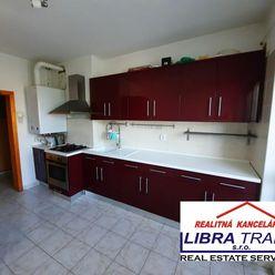 PREDAJ - čiastočne prerobený 3 izbový tehlový svojpomocný byt so záhradou v Dulovom Dvore časť Komár