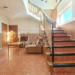 Na predaj dva rodinné domy v Porube , na pozemku o rozlohe 1 200 m2