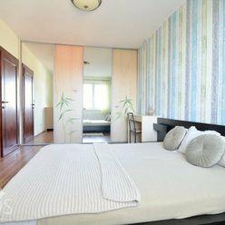 SNP, 2-i byt, 44 m2 – nadstavba, výborná lokalita, vlastné kúrenie