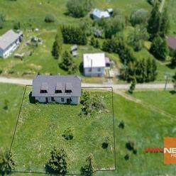 Exkluzívne  na predaj veľký pozemok o rozlohe 1764 m2, s rozostavaným domom v obci Kunešov