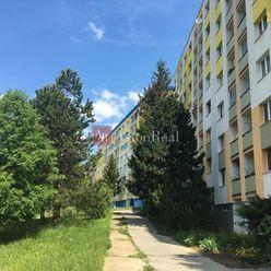 Hľadám 2 izbový byt s lodžiou, B. Bystrica - Sásová aj Tatranská