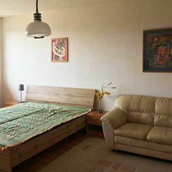 Na prenájom veľký 2i byt s výhľadom v Ružinove