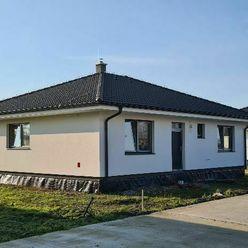 LEHNICE - SÁSA - novostavba krásneho bungalovu s kanaliz - pozemok 505 m2-výborné dispozičné riešeni