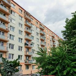 62 m² priestranný dvojizbový byt, výťah, balkón, šatník!