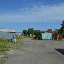 Predaj pekného veľkého pozemku v zastavanej časti obce na začiatku Veľkého Bielu