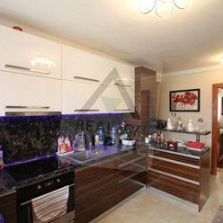 Krásny 3 izbový svojpomocný byt s garážou v Komárne