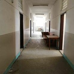 Administratívna budova v pôvodnom stave s možnosťou prestavby s viacúčelovým využitím lokalita Čadca