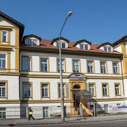 Kancelárske priestory v centre Trenčína nám. SNP - s vyhradeným parkovaním a krásnym výhľadom na hra
