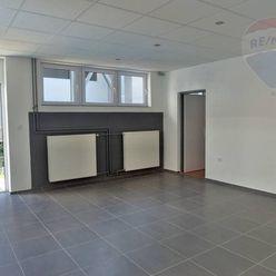 PRENÁJOM predajňa (kancelária)+sklad 138 m2 Prievidza