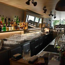 Predaj exkluzívneho baru 128,80m2, pre 70 + 40 ludí, kompletne zrekonštruovaný, Panorama City
