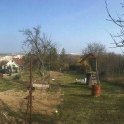 Predaj pozemku s nádherným výhľadom pod lesom, BA-DNV