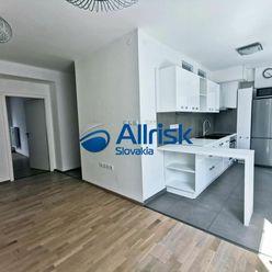 Predaj luxusného 2i bytu v centre mesta Šaľa.