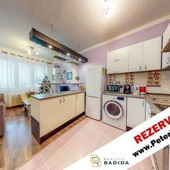 *** REZERVOVANÉ***   Slnečný a tehlový, rekonštruovaný, 2 izbový (56m2) byt s balkónom, v širšom cen