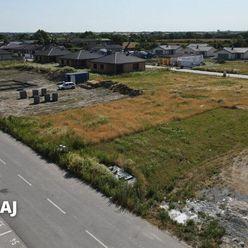 NA PREDAJ - Stavebný pozemok s právoplatným stavebným povolením v Kvetoslavove /projekt Nová Tulipa/