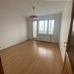 Na predaj 2-izbový byt s dvoma loggiami, širšie centrum